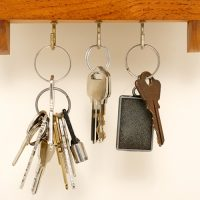 How to make your own magnetic key shelf
